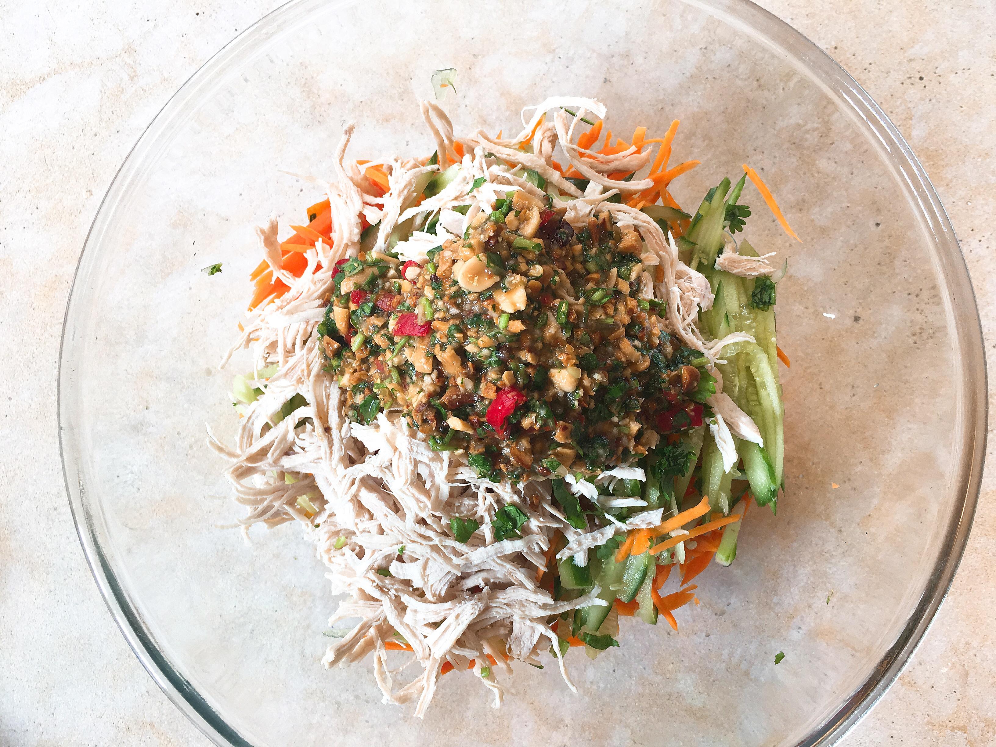 Salade Thaï crudités aux poulet