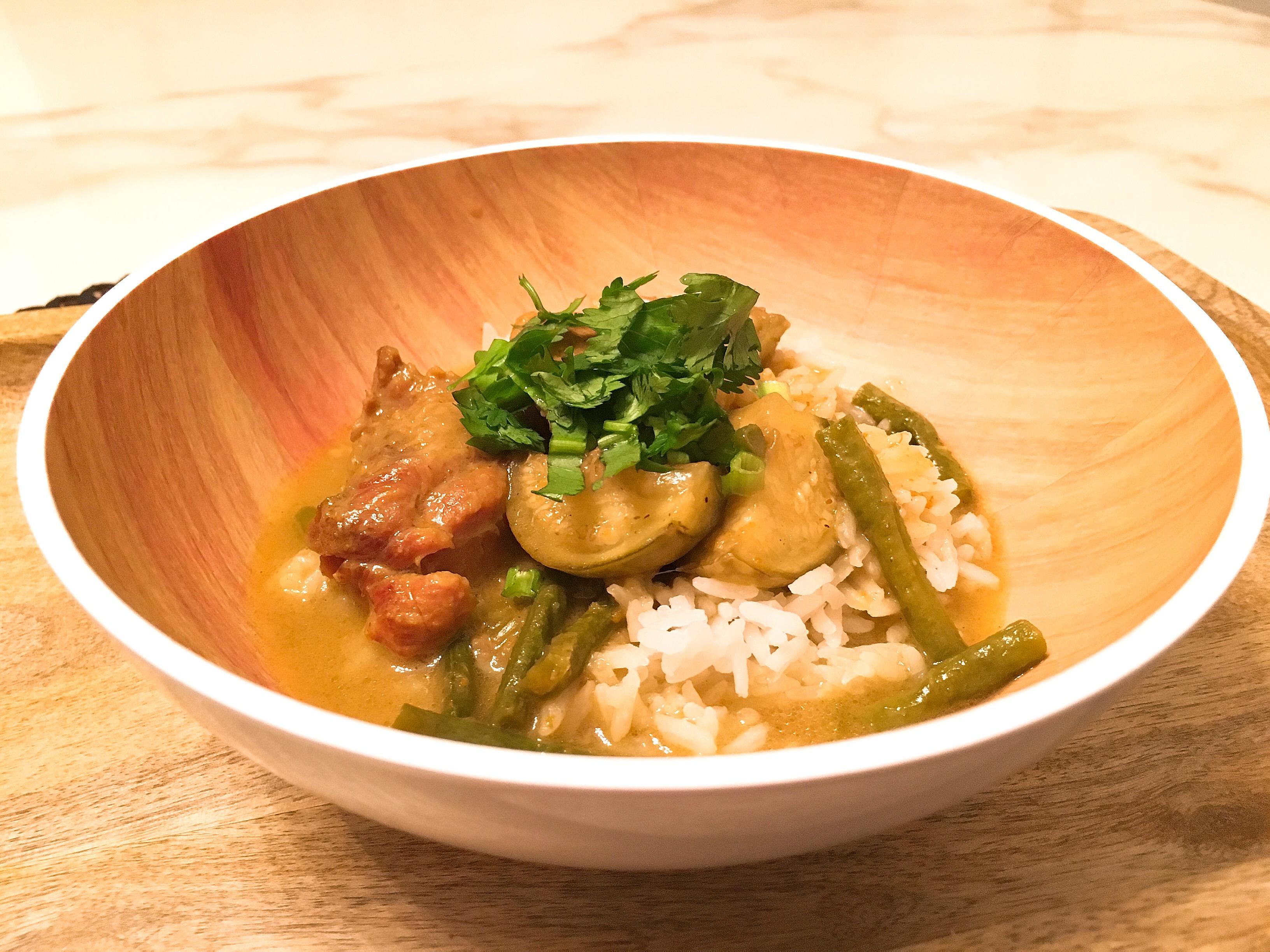 Curry vert aux poulet et aubergines blancs